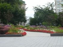 Garden and statue near the Quebec Parliament Building.jpg