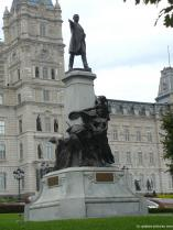 Statue in front of the Quebec Parliament Building.jpg
