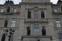 Statues on the Quebec Parliament Building.jpg
